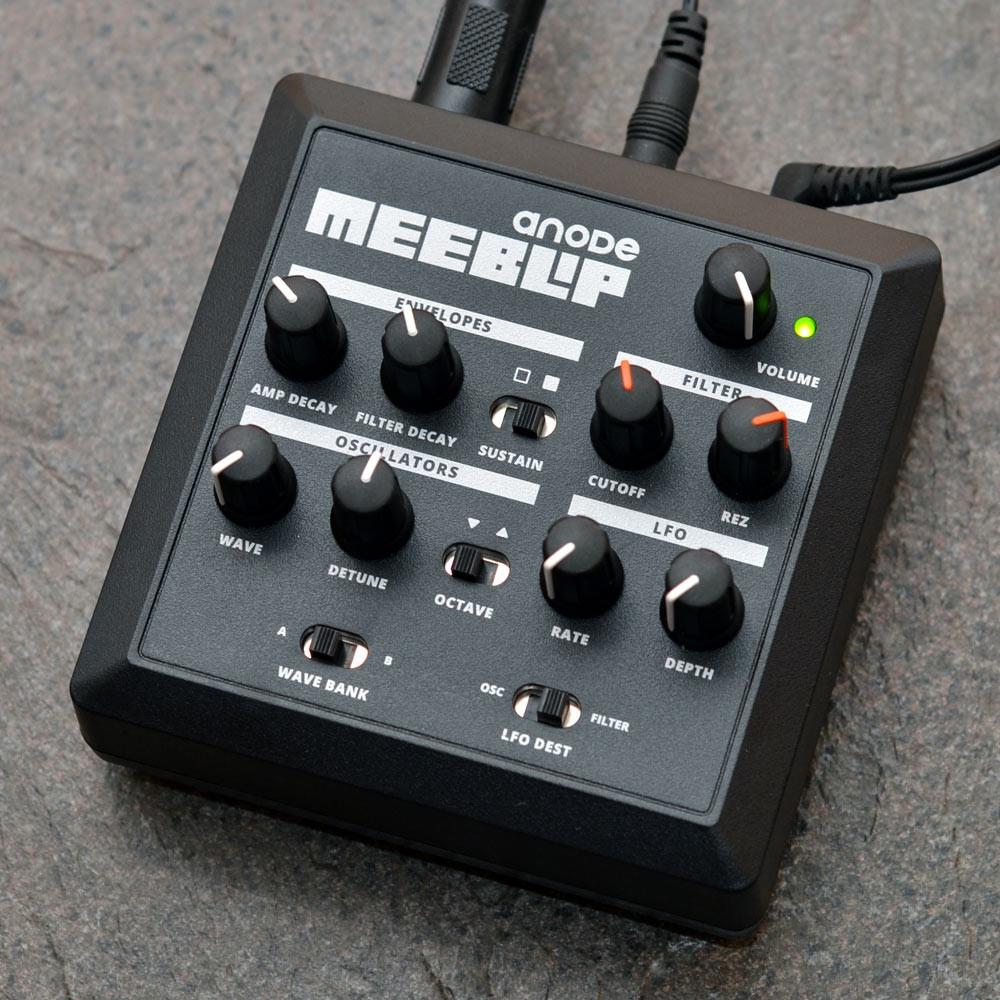 ����������� � ������� ������� MeeBlip Anode Synthesizer