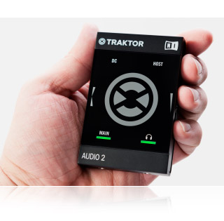 Native Instruments Traktor Audio 2 МК2 вблизи